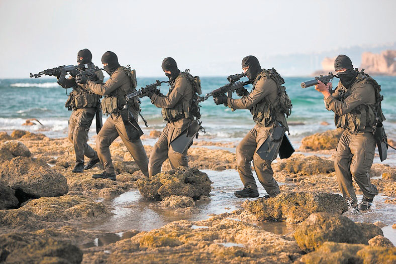 Israeli Navy Seals on beach | The IDF Carbine