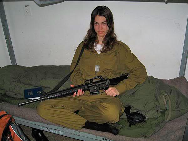 M16 on bunk IDF Girl | The IDF Carbine
